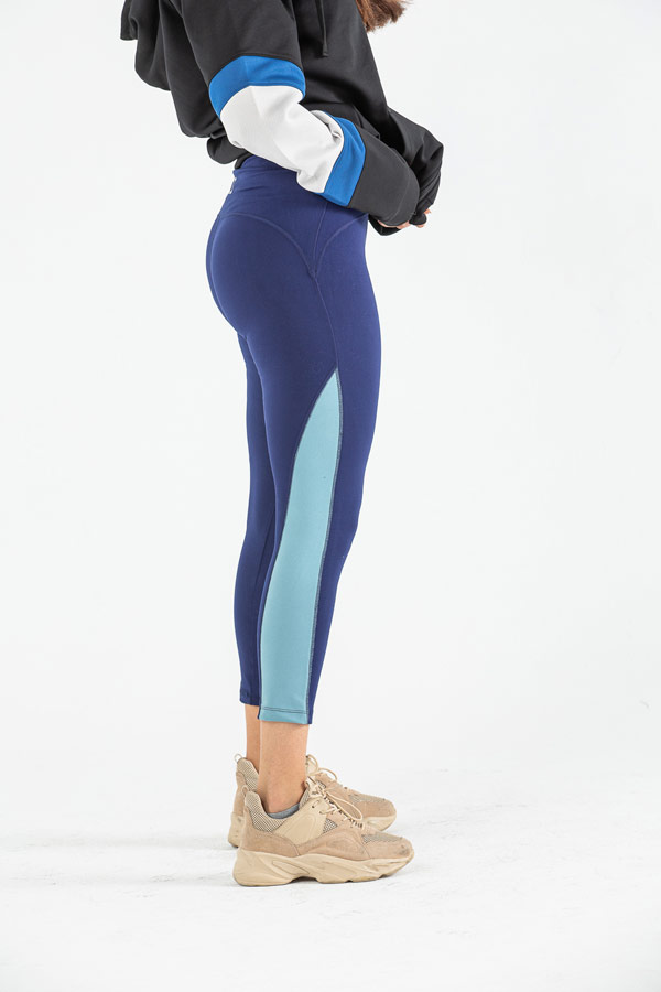 In The Movement Tights In Blue – IZZY thumbnail