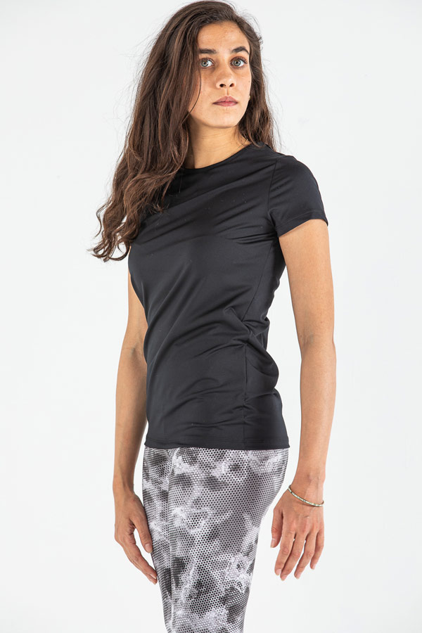 Quick Pace Loose T-shirt in Black – IZZY thumbnail