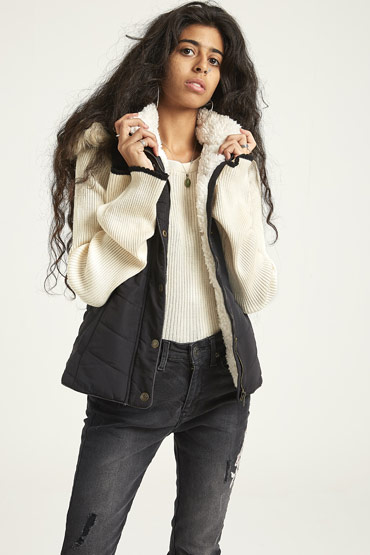 Solid Faux Fur Hooded Puffer Vest In Black – Aeropostale thumbnail