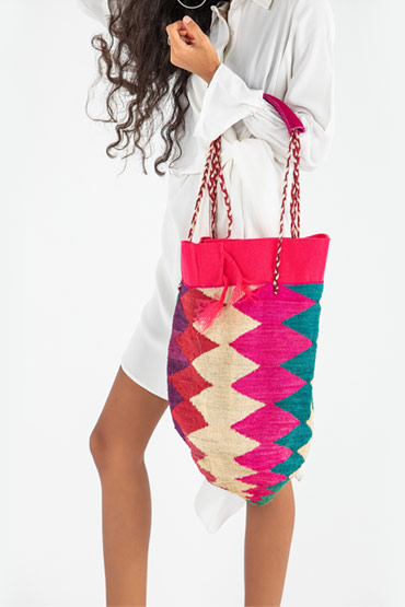Ecuadorian Shigra bag In Fuschia And Turquoise – Madu thumbnail